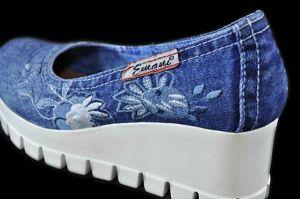 """kožená a atestovaná obuv Riflové lodičky na klínu """"7211 - 1"""" s květinovou výšivkou Emani"""