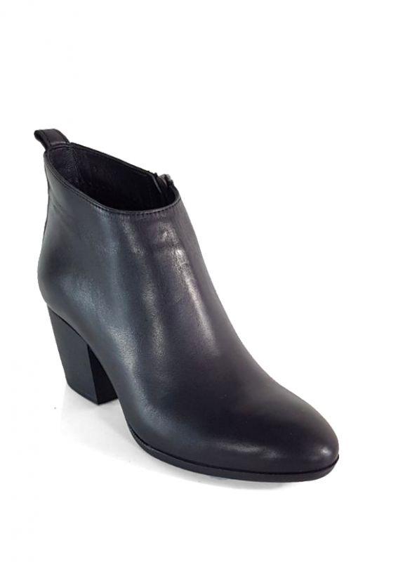 kožená a atestovaná obuv Zimní kotničkové boty černé 6526 na podpatku Iloz