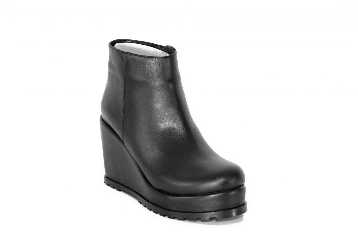 """kožená a atestovaná obuv Zimní černé kotníkové boty """"754"""" na platformě Marcella"""