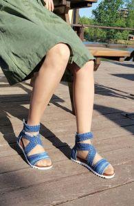 Kotníčkové páskové sandály s bílou zoubkovou platformou - 22-12-55