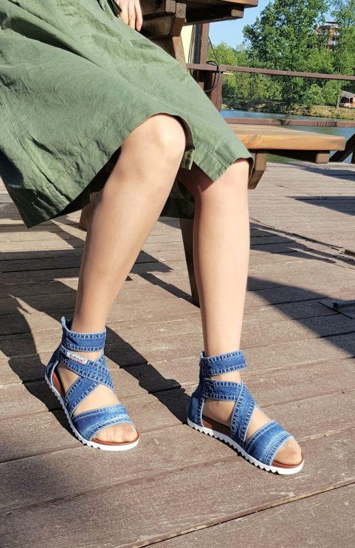 kožená a atestovaná obuv Kotníčkové páskové sandály s bílou zoubkovou platformou - 22-12-55 Emani