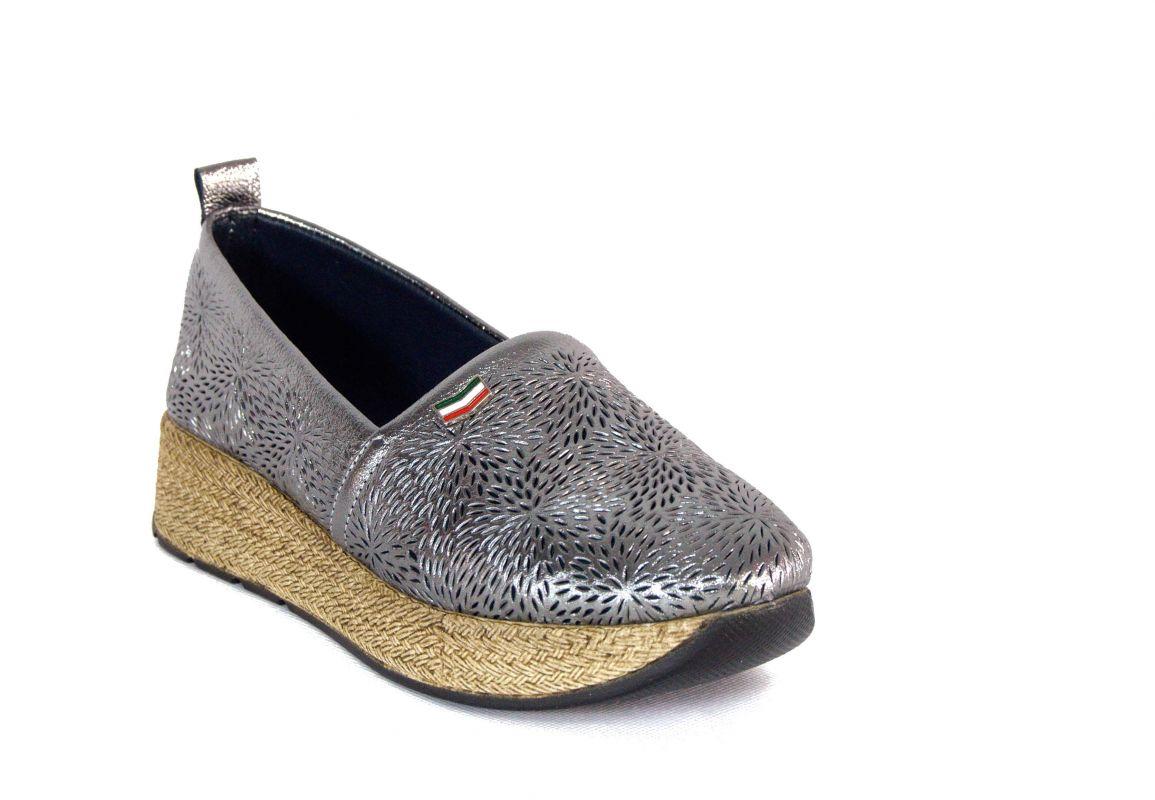 kožená a atestovaná obuv Dámské luxusní mokasíny perforované 1323, šedo stříbřité Marcella