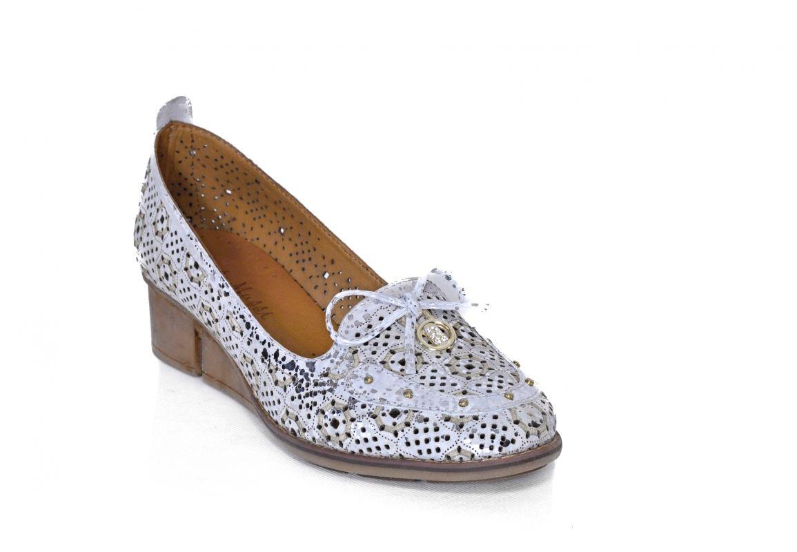 950ee7ec87cd kožená a atestovaná obuv Dámské kožené boty na klínku 1.37 s perforací