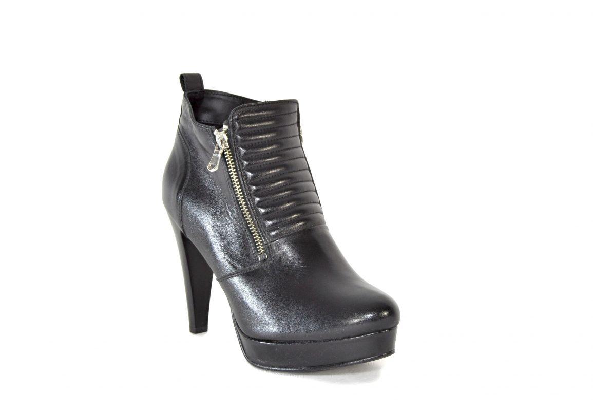 """kožená a atestovaná obuv Kotníkové černé boty """"1499"""" s moderním elegantním střihem a vysokým podpatkem Carlo mussi"""