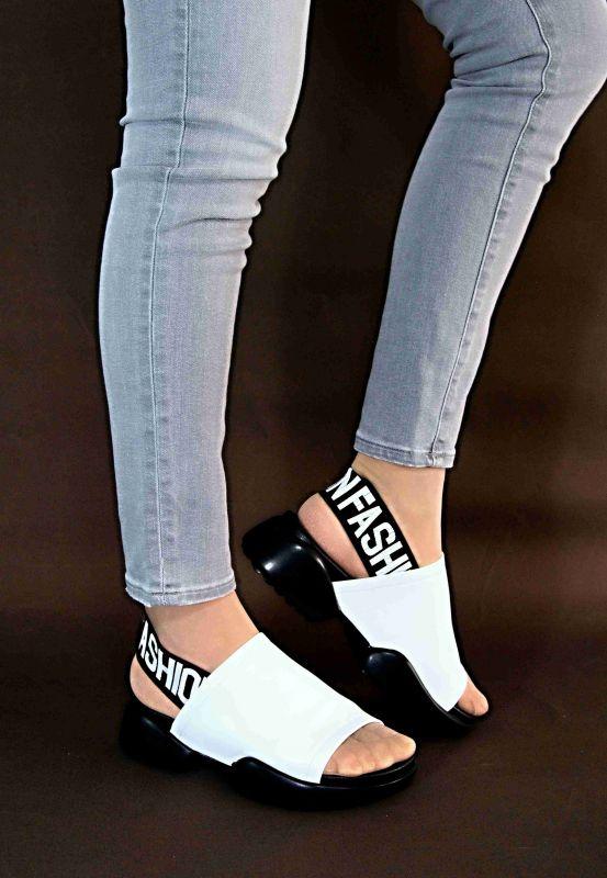 kožená a atestovaná obuv Luxusní kožené nazouváky s černou platformou 1536, bílé JB Jessbellá