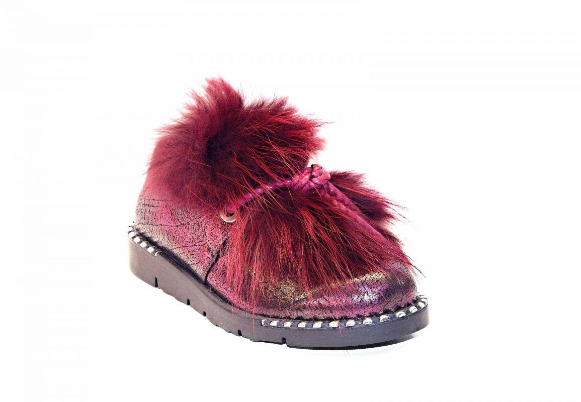 """kožená a atestovaná obuv Luxusní polobotky zateplené """"18 302"""" zdobené pravou kožešinou, vínové a stříbrné Donna Style"""