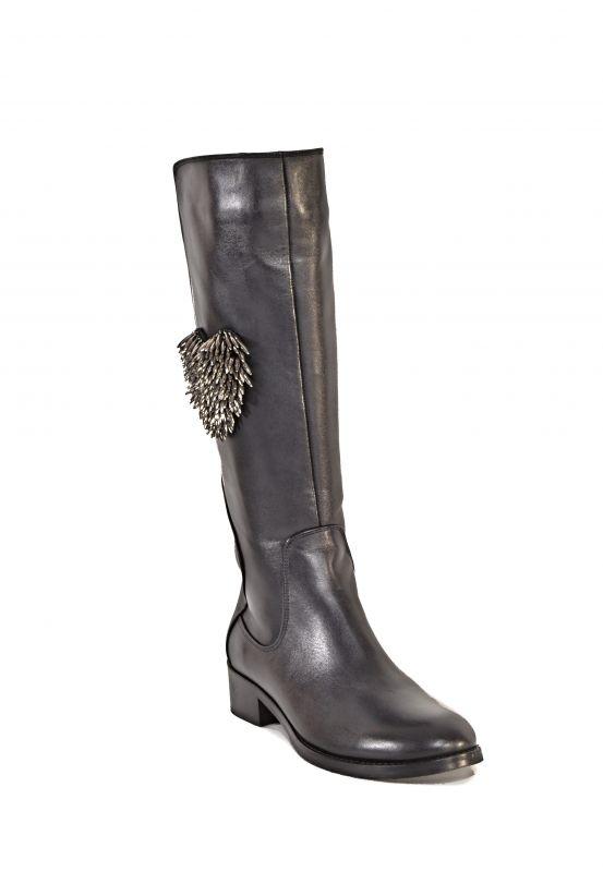 """kožená a atestovaná obuv Atraktivní zimní kozačky """"5903"""" s dekorací ve tvaru srdce, černé Marcella"""