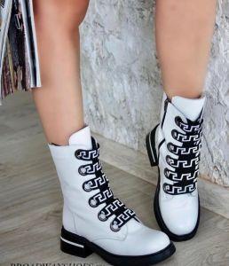 """Bílé sneakers s výrazným šněrováním """"301"""", na černé hrubé podešvi"""