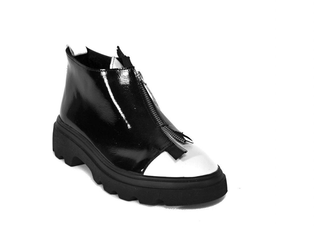 "kožená a atestovaná obuv Černobílé kožené zateplené kotníčkové boty s hrubší podešví ""Z-029"" Emani"