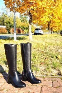 kožená a atestovaná obuv Kožené kozačky na podpatku 2113, černé CheBello