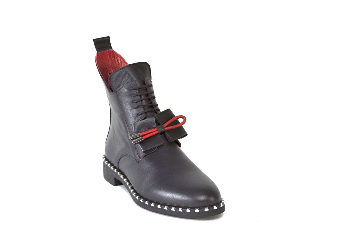 """kožená a atestovaná obuv Luxusní zimní kotníčkové boty, zdobené cvoky a mašličkou """"107"""" černé Marcella"""