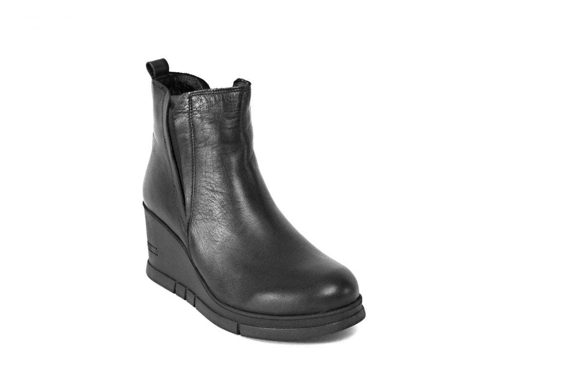 kožená a atestovaná obuv Zimní černé kotníkové boty 67 na platformě s malým klínkem Marcella