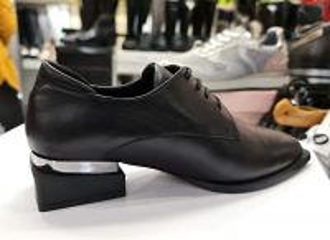 "kožená a atestovaná obuv Dámské kožené polobotky ""model 39"", černé By Can Shoes"