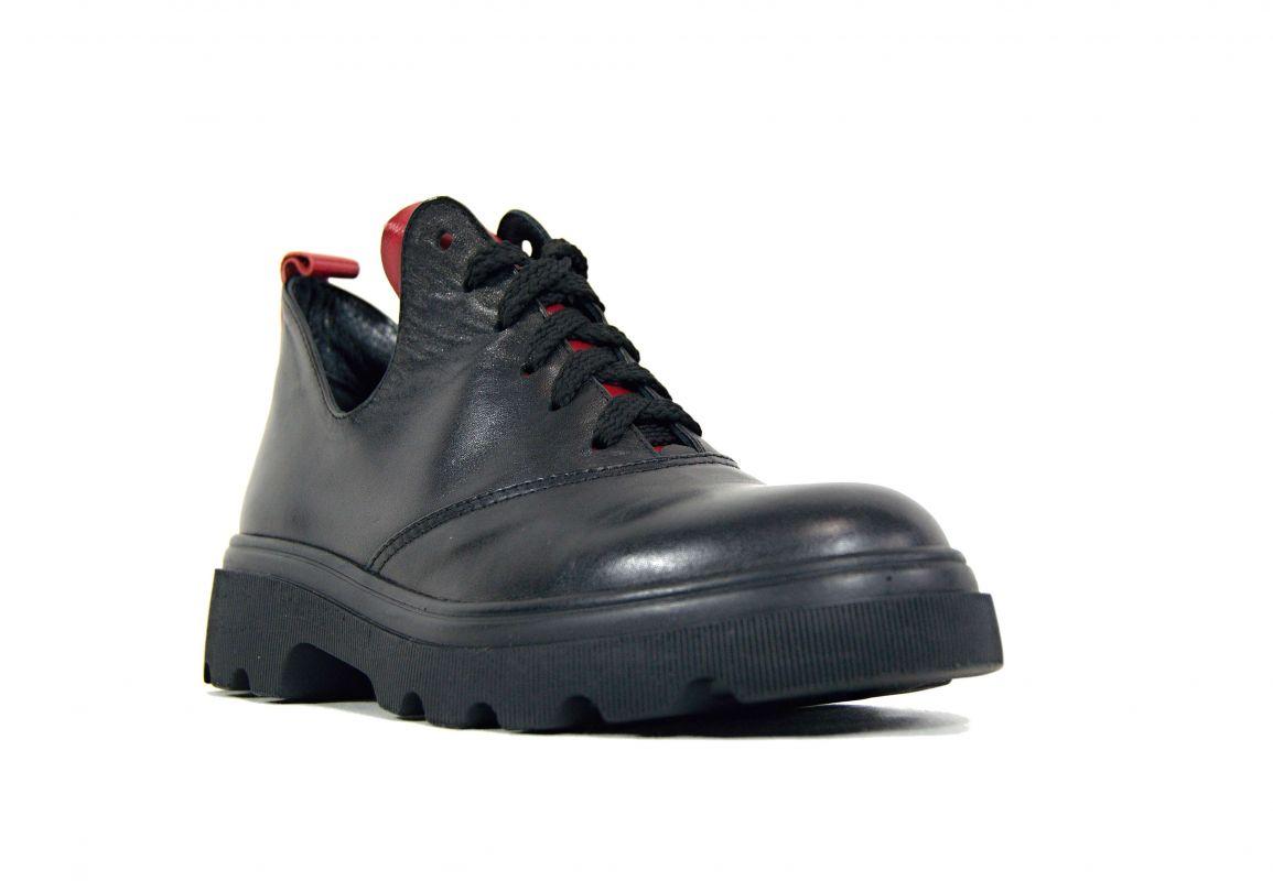 """kožená a atestovaná obuv Dámské polobotky """"Marcella"""" 07 s vyšší platformou, černé s červenými detaily"""