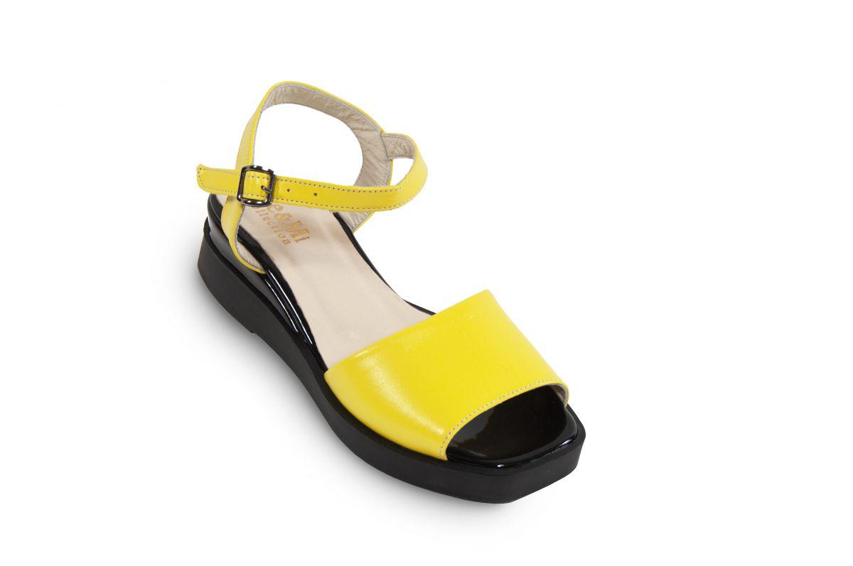 kožená a atestovaná obuv Letní žluté sandály nečitelné číslo na černém klínku Marcella
