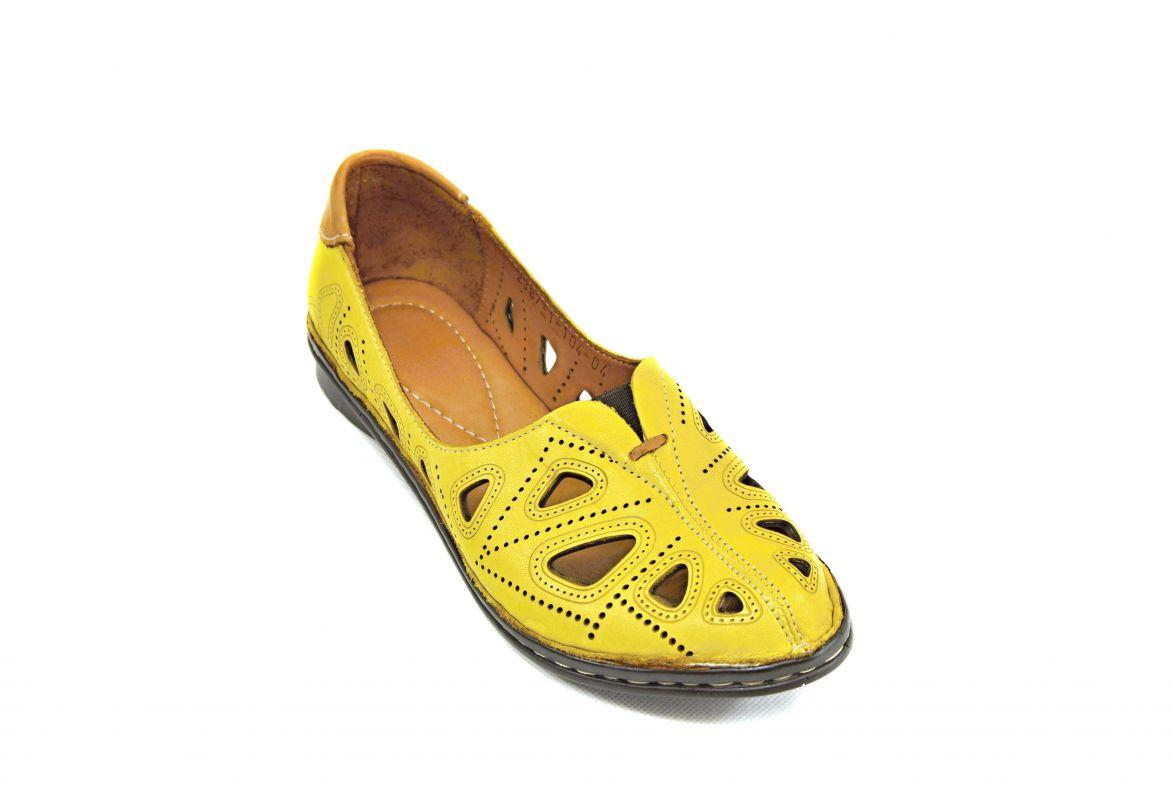 kožená a atestovaná obuv LuxuLetní žluté sandály nečitelné číslo na černém klínku Crux