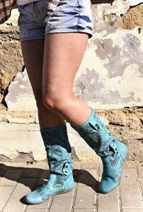 """kožená a atestovaná obuv Tyrkysové kozačky 504 s perforací ,,dírkování"""" s floralním potiskem Bagira"""