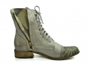 kožená a atestovaná obuv Kotníkové kožené botky 0811 s posázenými kamínky na špičce Exquisite