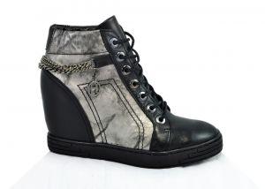 """Sneakersy B.3028. B25 s perforací ,, tečkování """" na skrytém klínu"""