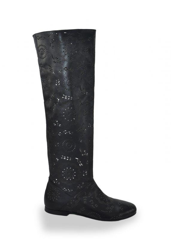 """kožená a atestovaná obuv Černé kozačky 925 s perforací ,,dírkování"""" Bagira"""