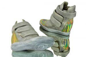 kožená a atestovaná obuv Kožené kotníčkové boty B.3493 na skrytém klínku zlaté CARINII