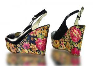 kožená a atestovaná obuv Páskové sandálky Marcella 2056 na klínu, černé s florálními motivy