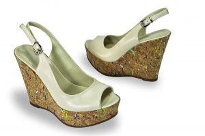 kožená a atestovaná obuv Páskové sandálky Marcella 5769 na klínu, béžové