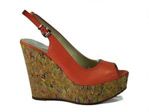 kožená a atestovaná obuv Páskové sandálky Marcella 5769 na klínu, oranžové